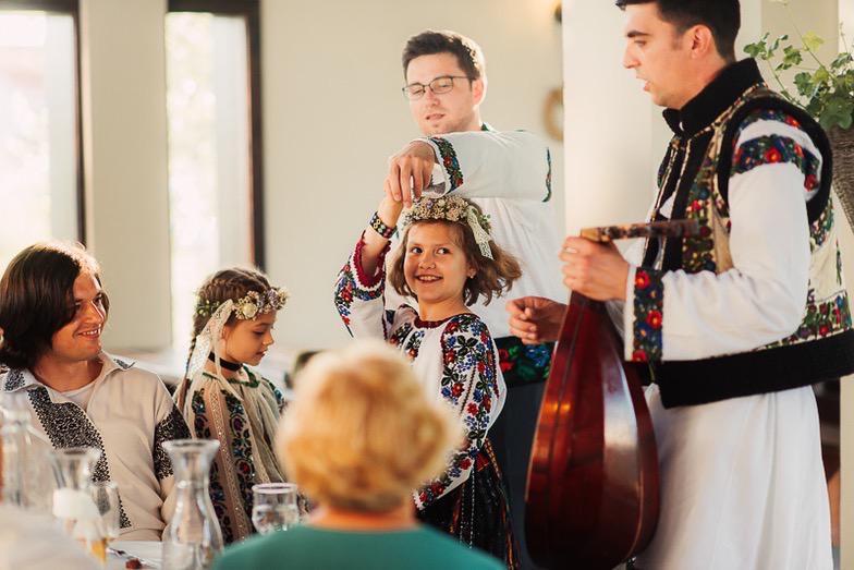 Povești Nunți Tradiționale - Simina și Andrei - Cu veselie despre nunta tradițională din Horodnic, Suceava 17