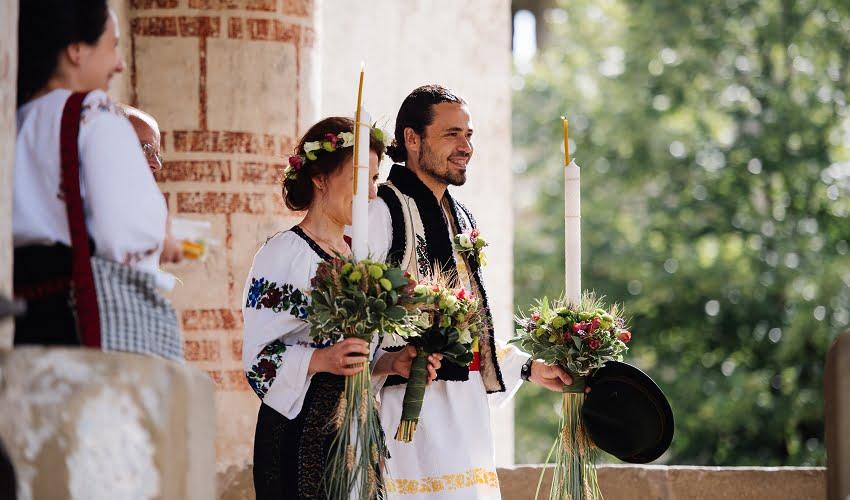 Povești Nunți Tradiționale - Cristina si Cornel - Nunta celor trei luni de vară 34