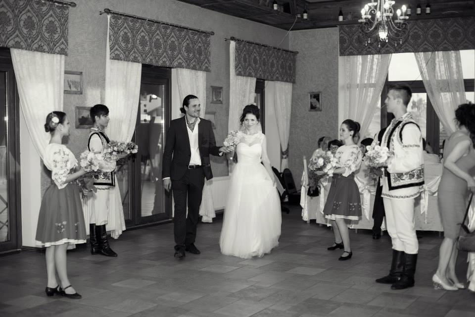 Povești Nunți Tradiționale - Cristina si Cornel - Nunta celor trei luni de vară 5