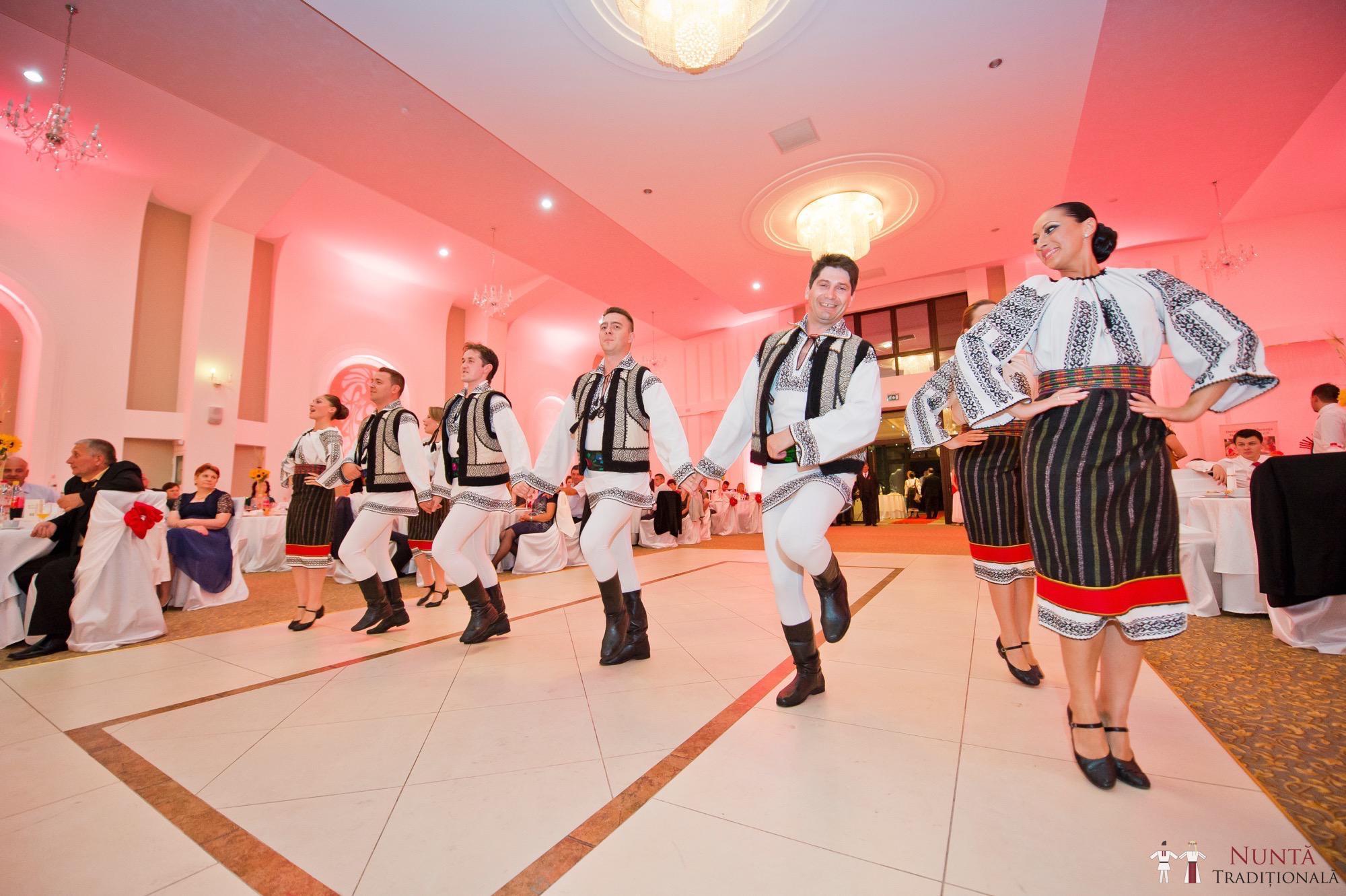 Povești Nunți Tradiționale - Gabriela și Mădălin - Nuntă Tradițională în Suceava, Bucovina 45