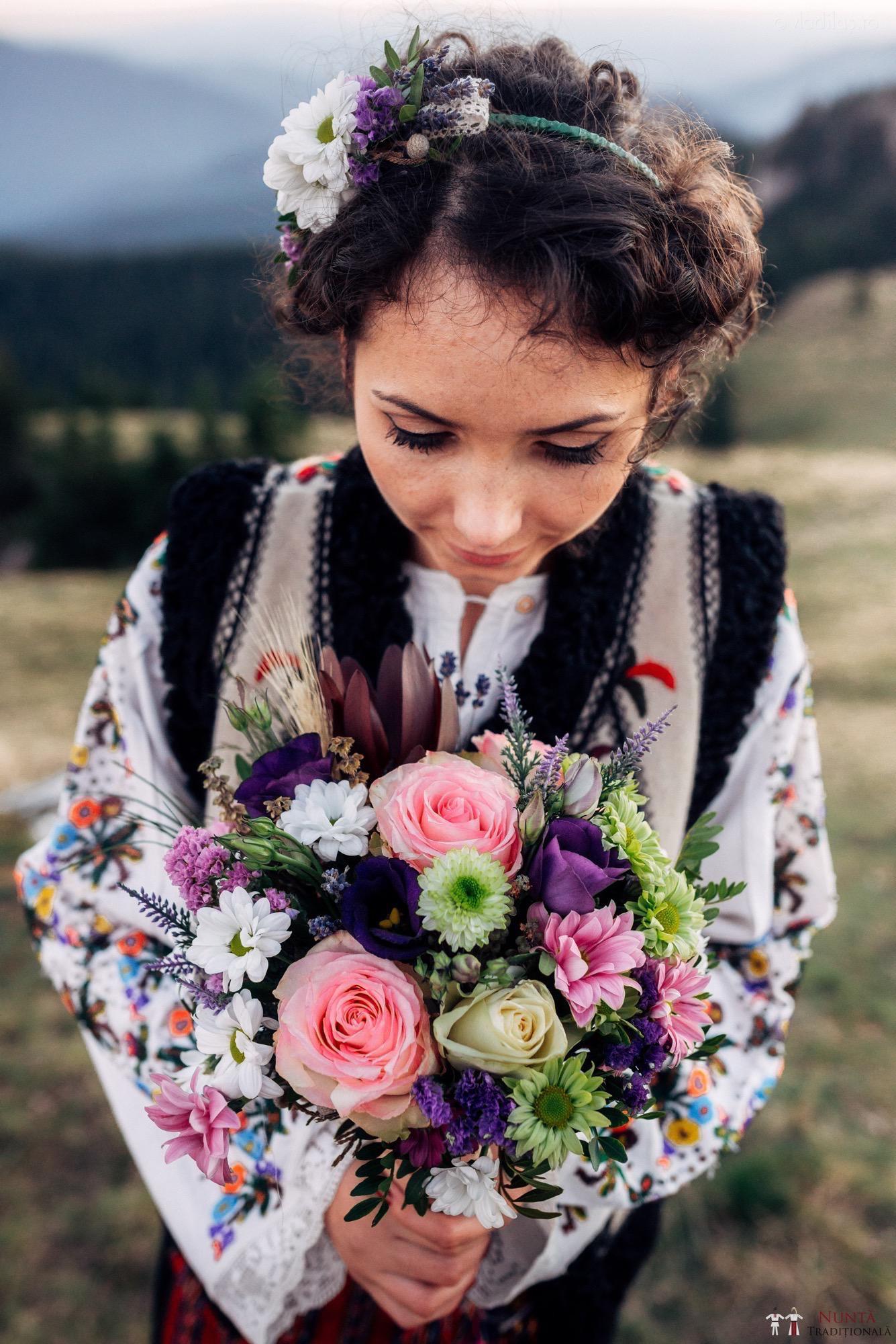 Idei și Sfaturi - Cum să alegi o coafură de mireasă în stil tradițional