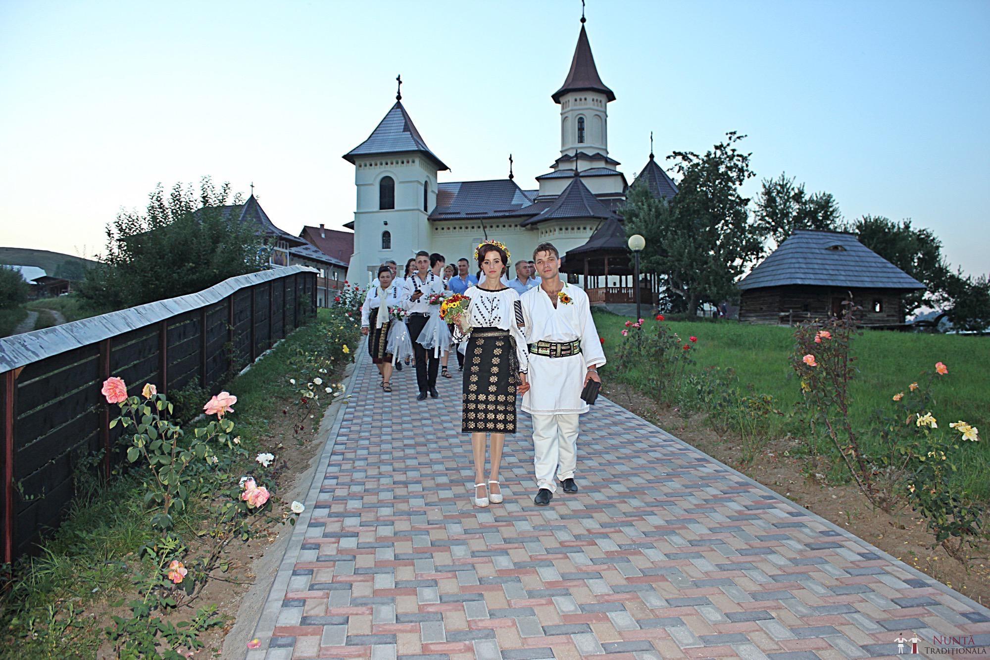 Povești Nunți Tradiționale - Geta și Gavril. Nuntă acasă, în Bucovina. 12