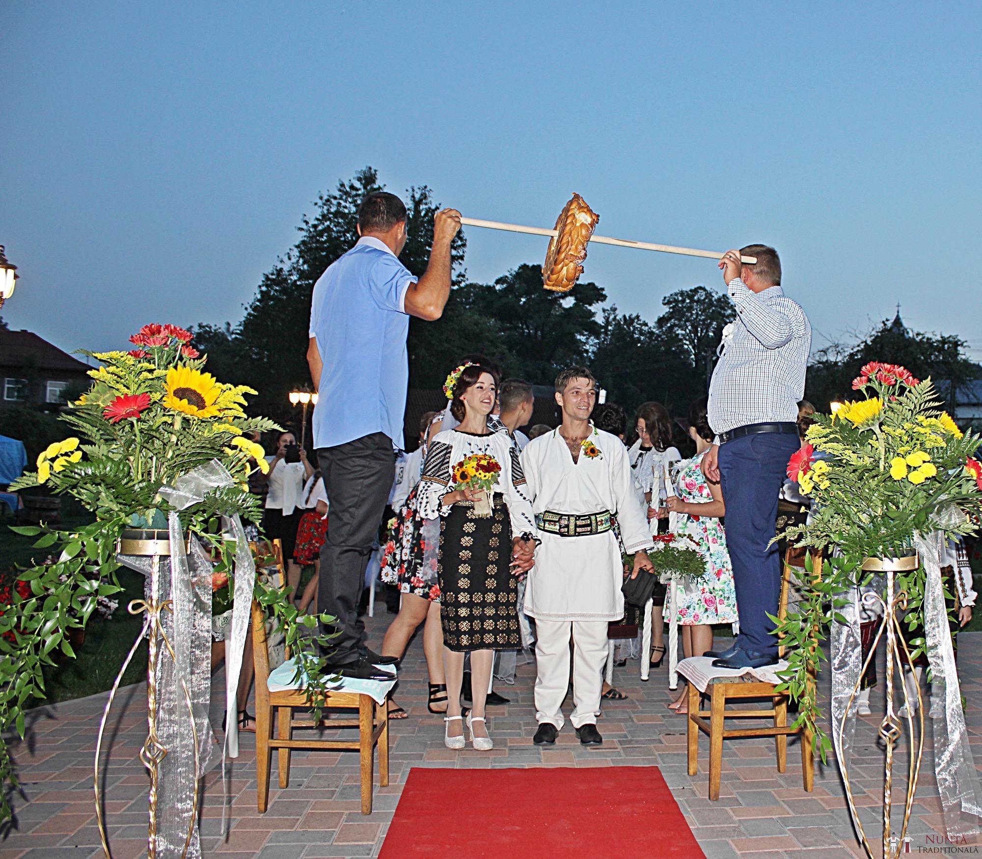 Povești Nunți Tradiționale - Geta și Gavril. Nuntă acasă, în Bucovina. 14