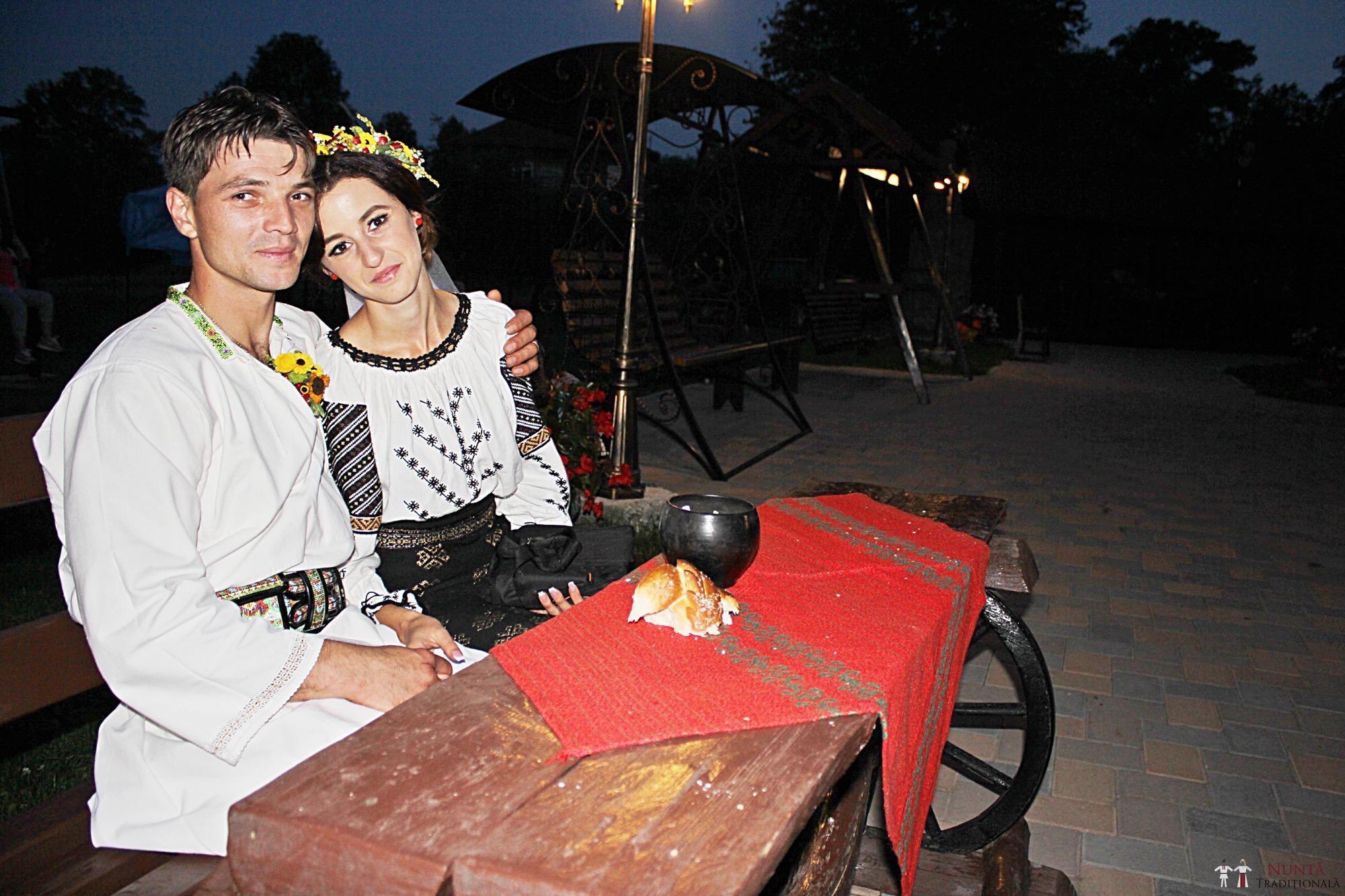 Povești Nunți Tradiționale - Geta și Gavril. Nuntă acasă, în Bucovina. 16