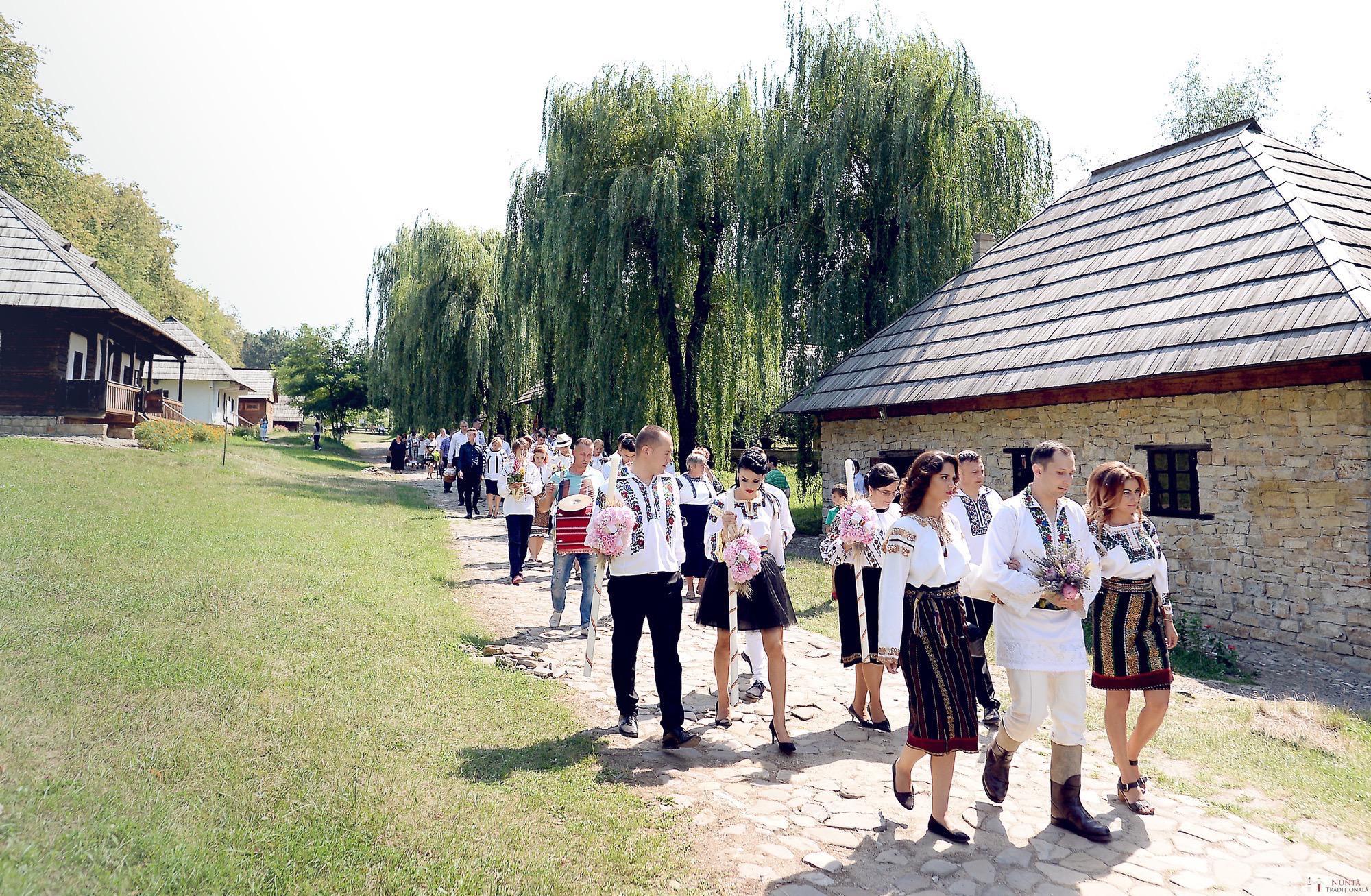 Povești Nunți Tradiționale - Iulia și Andrei. Nuntă tradițională în Bucovina. 40
