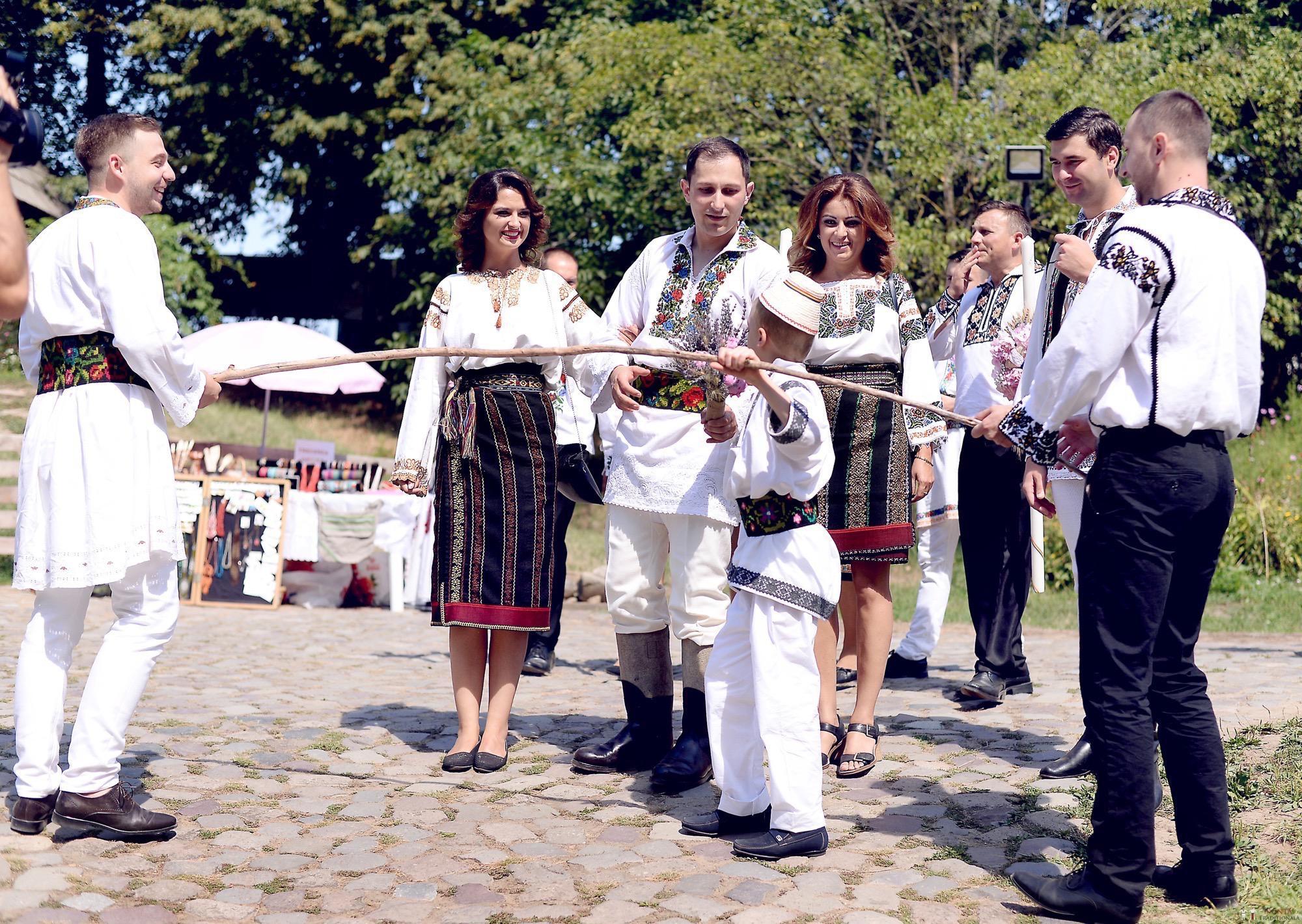 Povești Nunți Tradiționale - Iulia și Andrei. Nuntă tradițională în Bucovina. 41