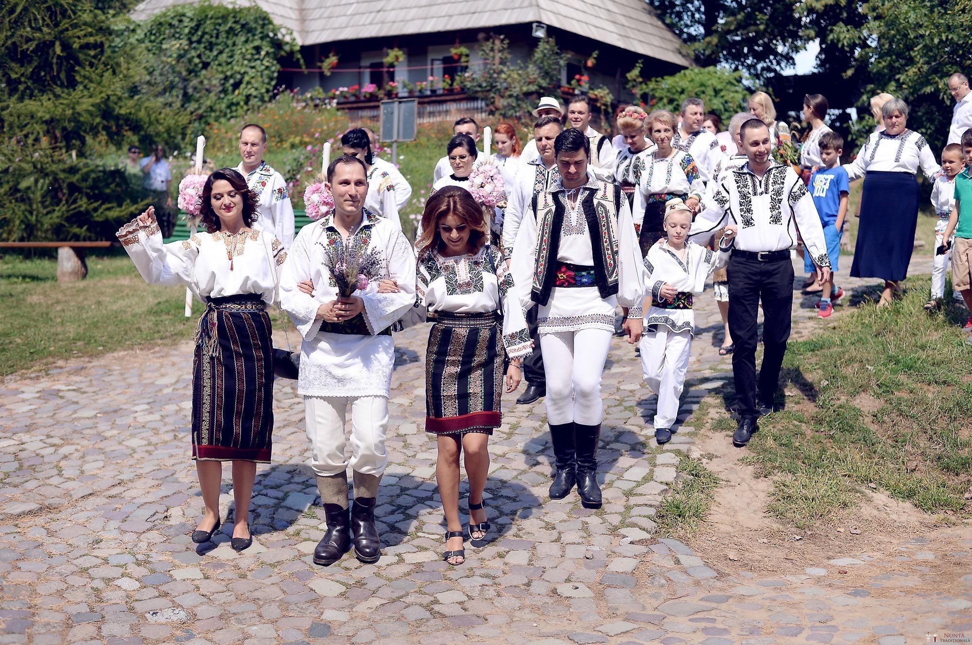 Povești Nunți Tradiționale - Iulia și Andrei. Nuntă tradițională în Bucovina. 42