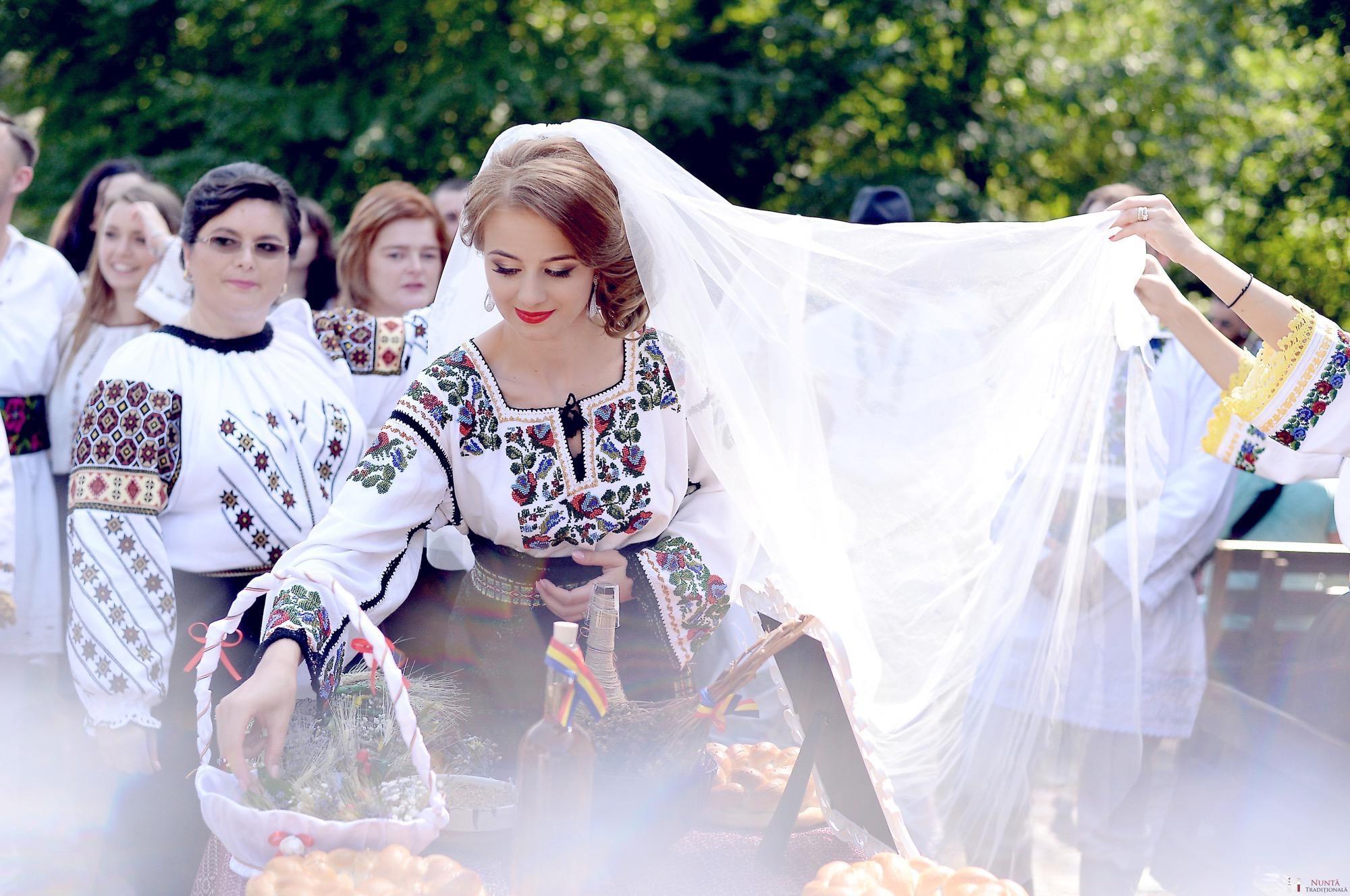 Povești Nunți Tradiționale - Iulia și Andrei. Nuntă tradițională în Bucovina. 48