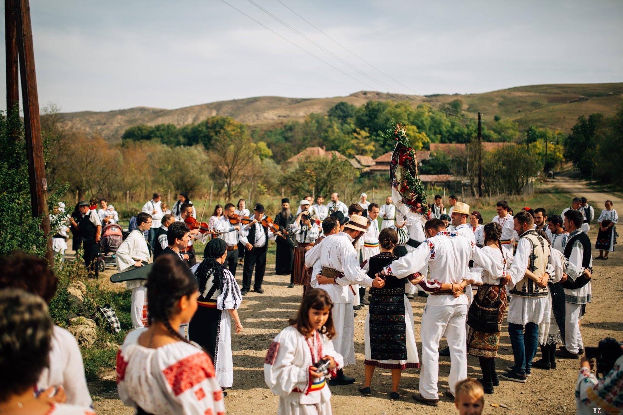 Povești Nunți Tradiționale - Andreea și Sergiu. Nuntă tradițională în Alba-Iulia 15