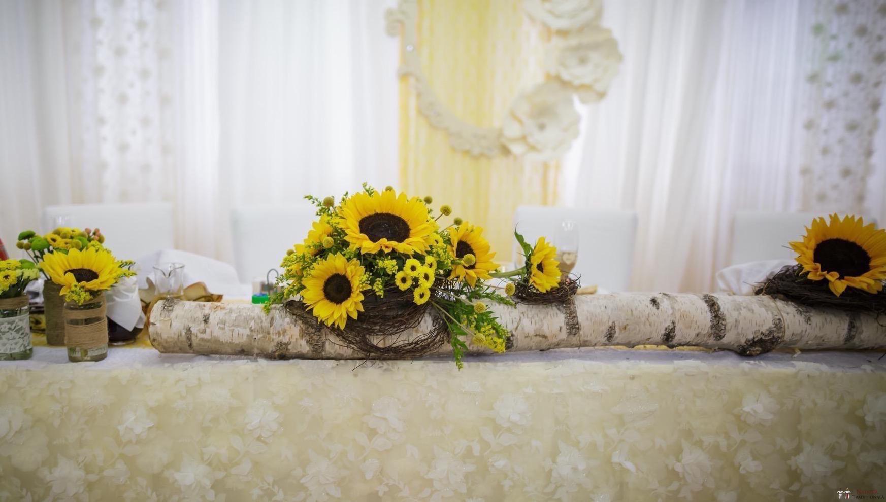 Idei și Sfaturi - Decorațiuni și aranjamente florale în stil tradițional