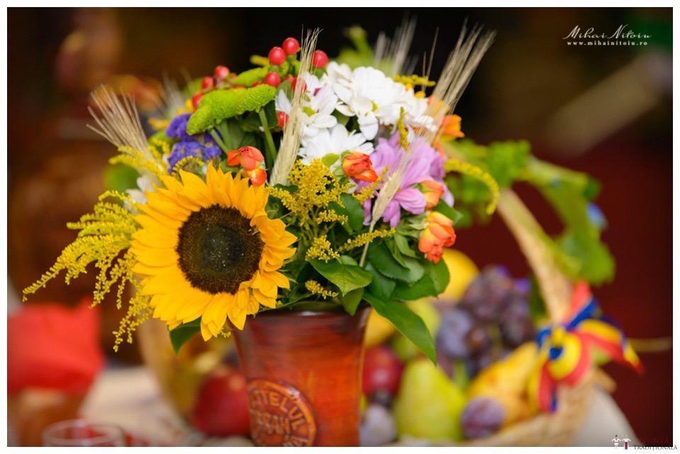 Idei și Sfaturi - Idei decorațiuni și aranjamente florale în stil tradițional 4