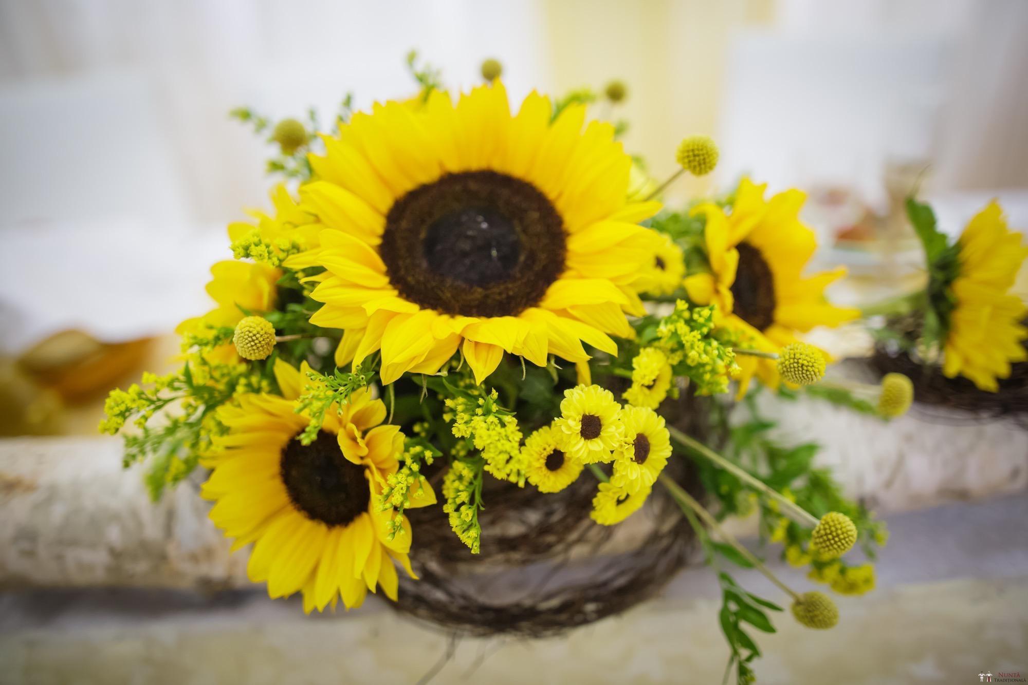 Idei și Sfaturi - Idei decorațiuni și aranjamente florale în stil tradițional 6