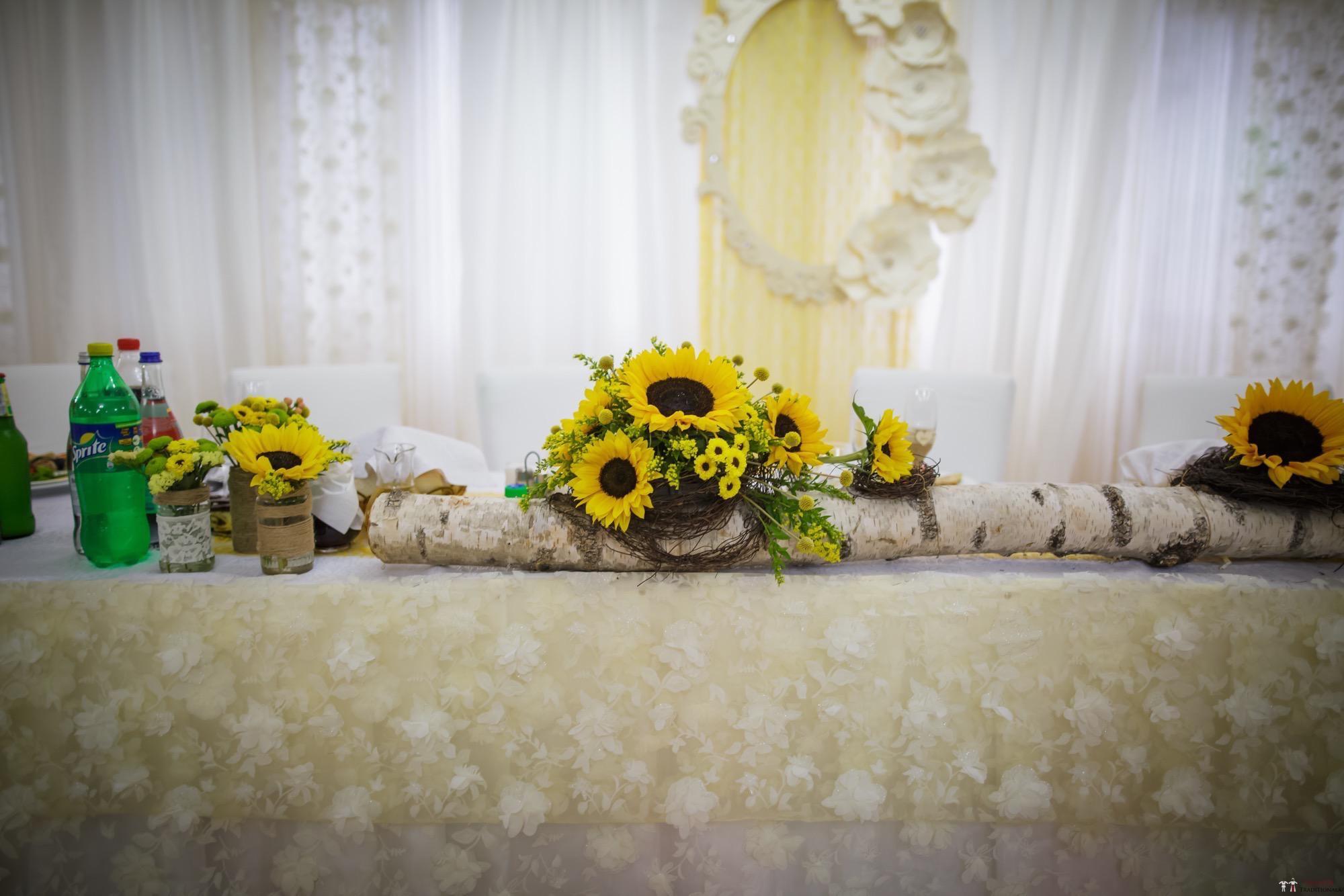 Idei și Sfaturi - Idei decorațiuni și aranjamente florale în stil tradițional 7