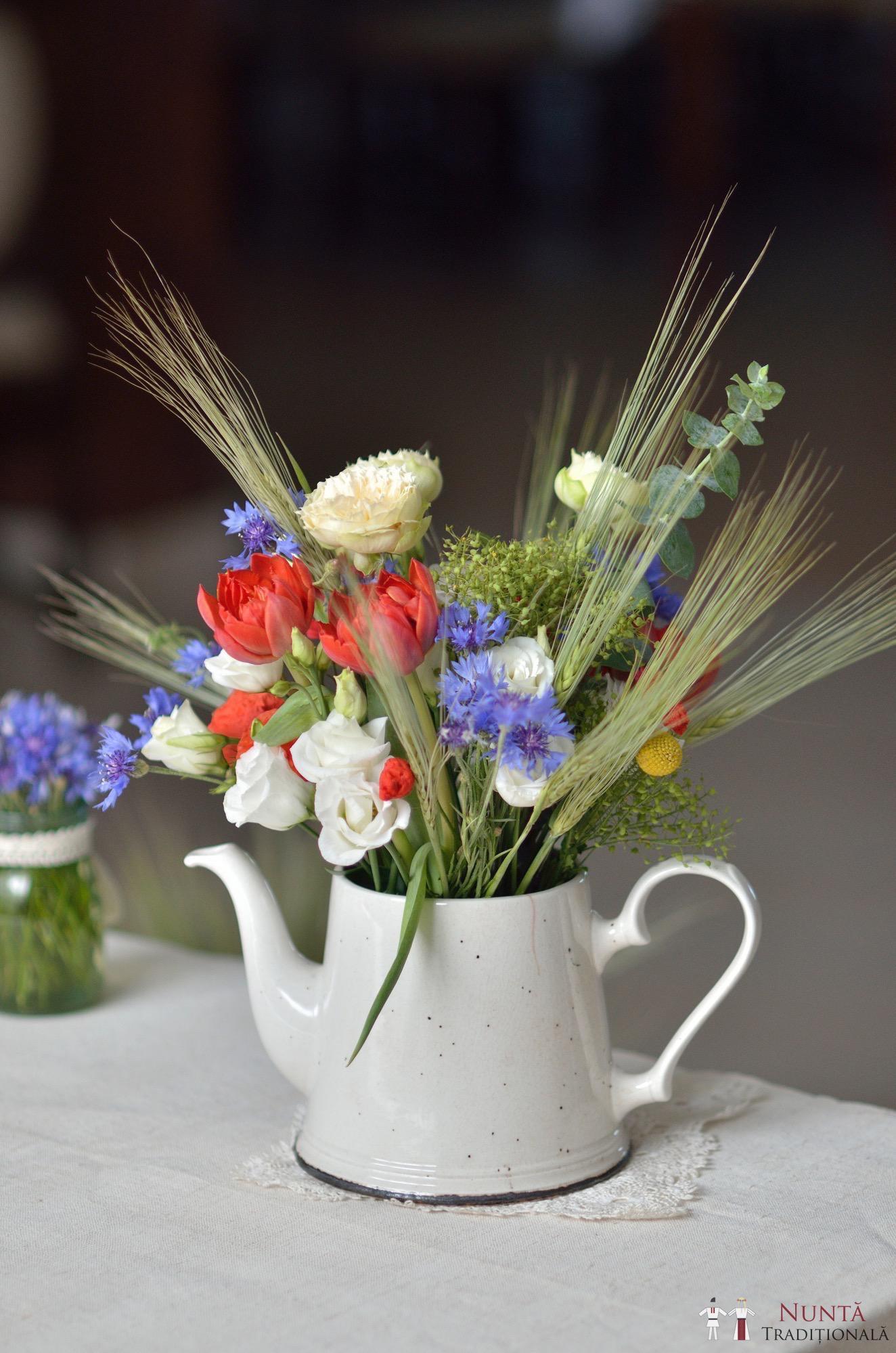Idei și Sfaturi - Idei decorațiuni și aranjamente florale în stil tradițional