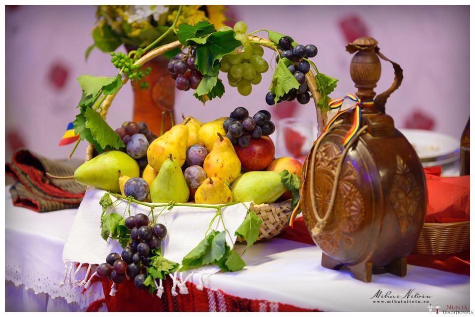 Idei și Sfaturi - Idei decorațiuni și aranjamente florale în stil tradițional 8