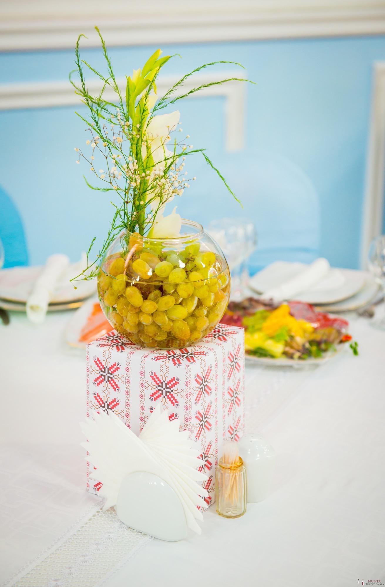 Idei și Sfaturi - Idei decorațiuni și aranjamente florale în stil tradițional 10
