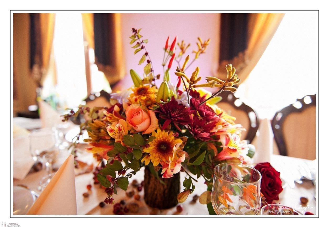 Idei și Sfaturi - Idei decorațiuni și aranjamente florale în stil tradițional 17