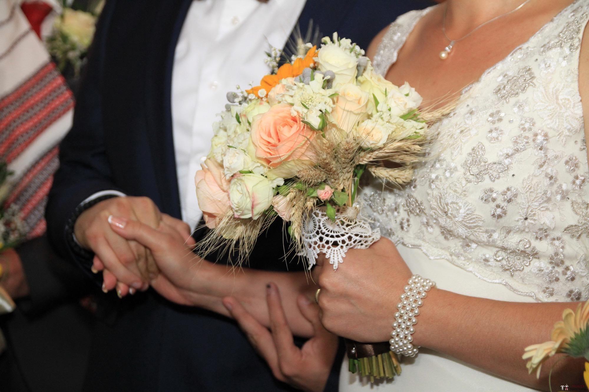 Povești Nunți Tradiționale - Florentina și Daniel. Nuntă tradițională la Poiana Negri