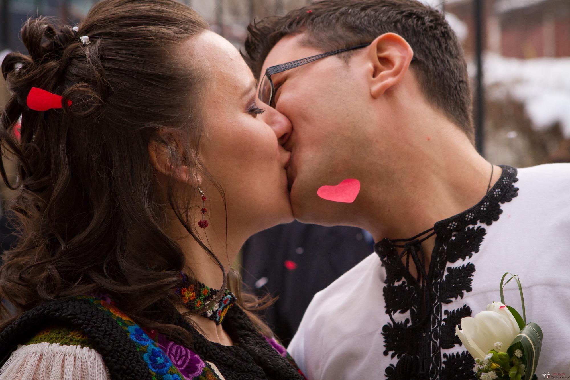 Povești Nunți Tradiționale - Florentina și Daniel. Nuntă tradițională la Poiana Negri 13