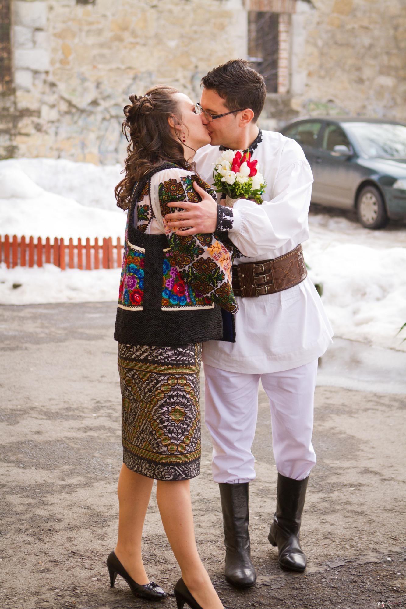 Povești Nunți Tradiționale - Florentina și Daniel. Nuntă tradițională la Poiana Negri 18