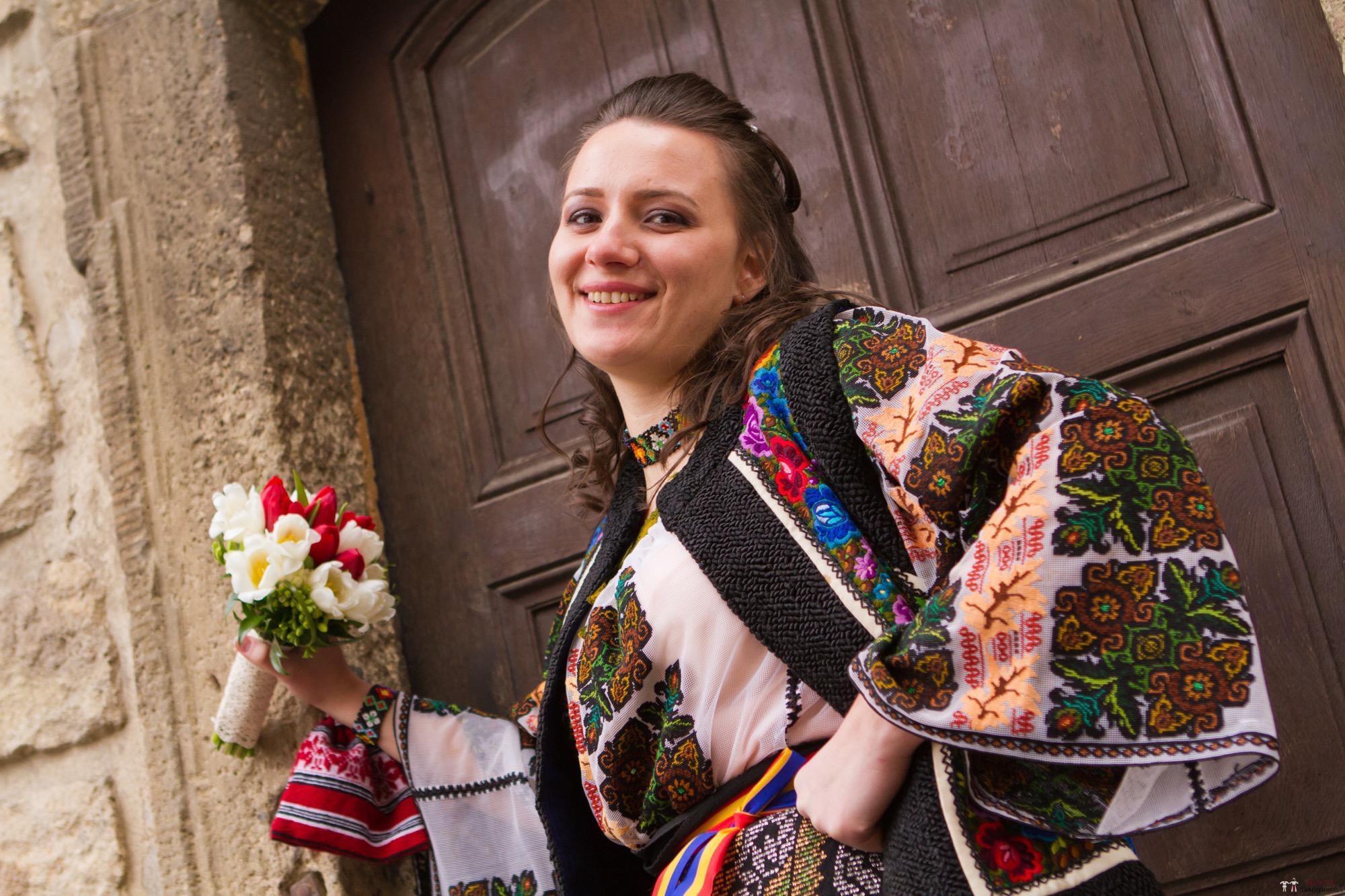 Povești Nunți Tradiționale - Florentina și Daniel. Nuntă tradițională la Poiana Negri 26
