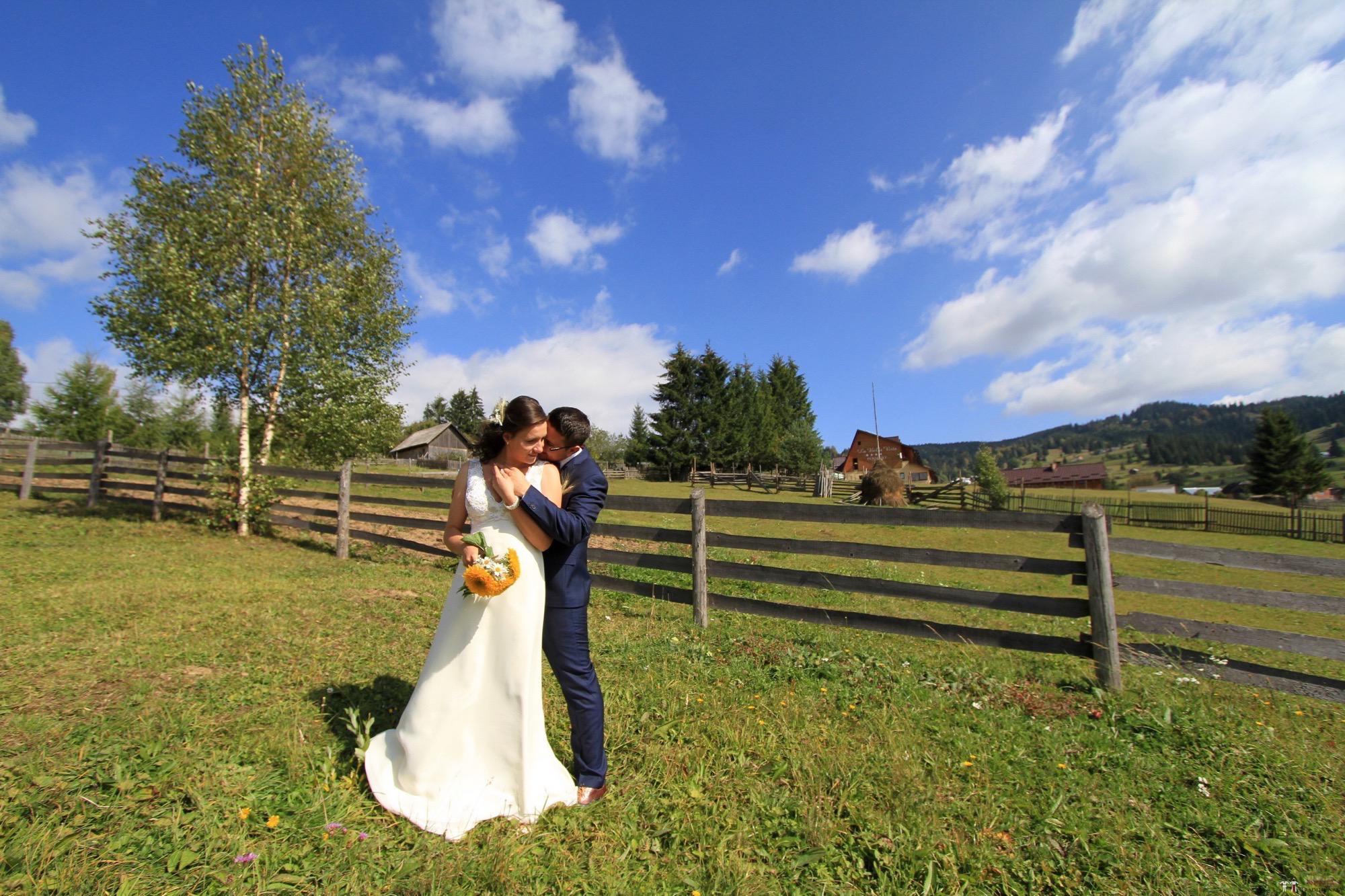 Povești Nunți Tradiționale - Florentina și Daniel. Nuntă tradițională la Poiana Negri 36