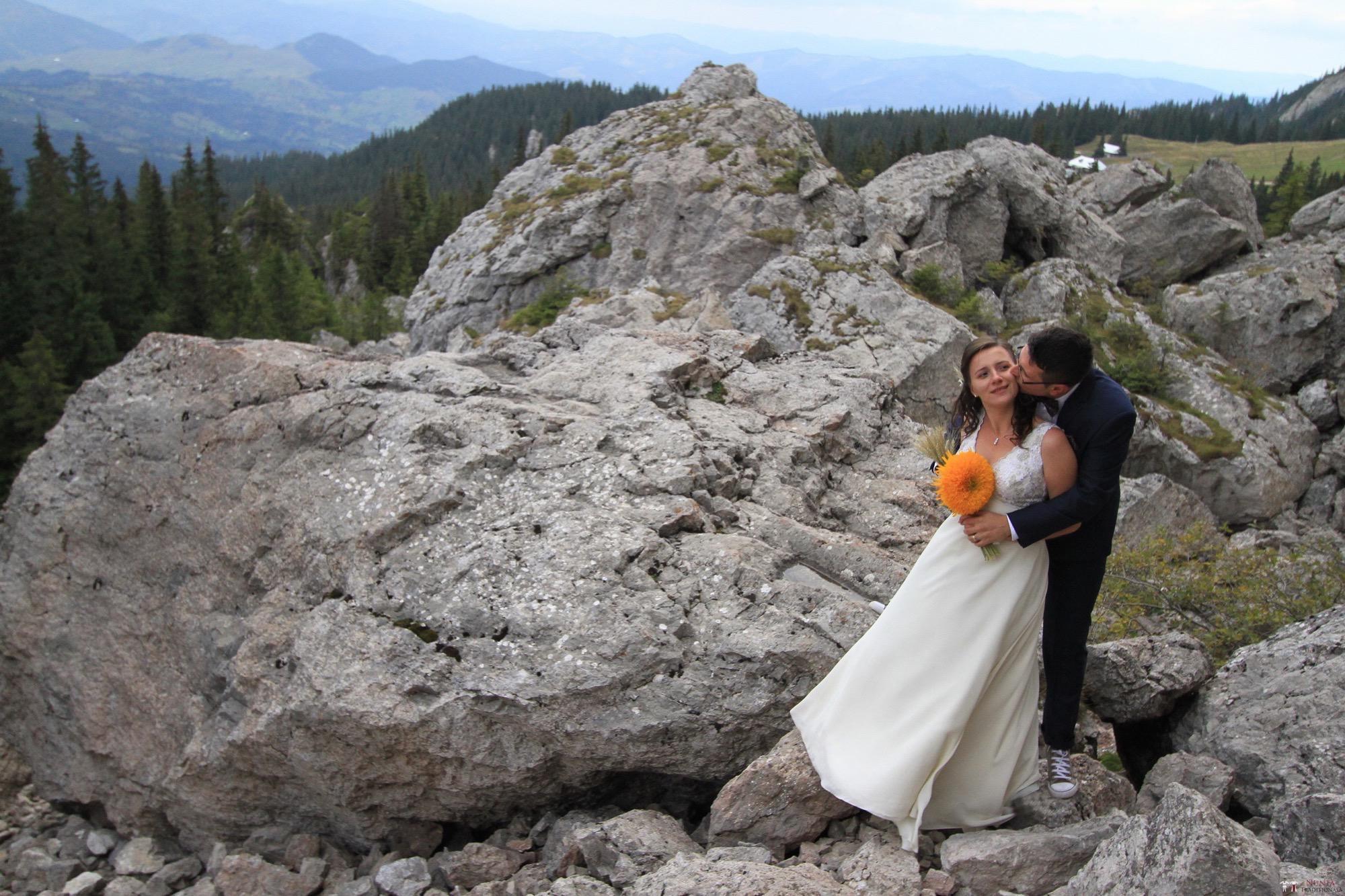 Povești Nunți Tradiționale - Florentina și Daniel. Nuntă tradițională la Poiana Negri 44