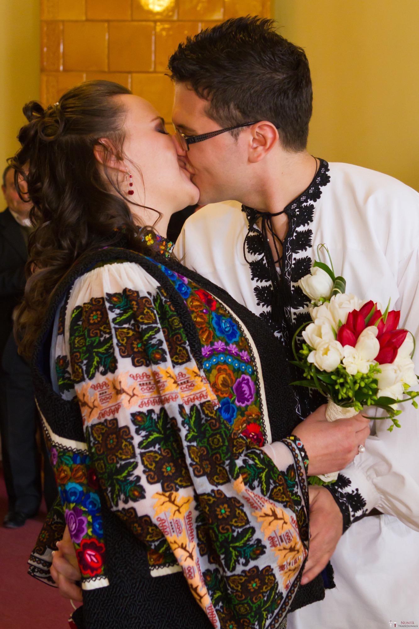 Povești Nunți Tradiționale - Florentina și Daniel. Nuntă tradițională la Poiana Negri 5