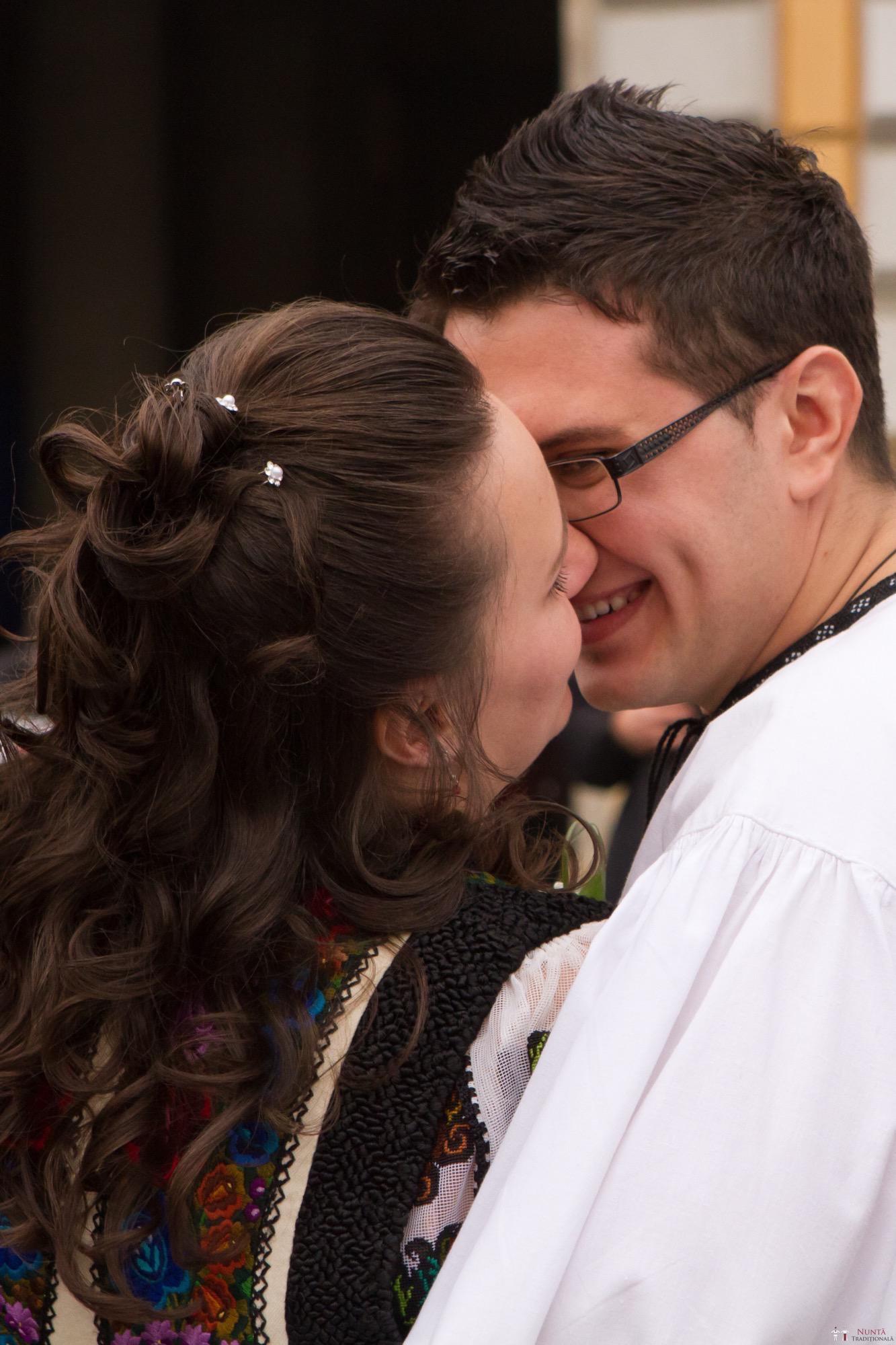 Povești Nunți Tradiționale - Florentina și Daniel. Nuntă tradițională la Poiana Negri 8