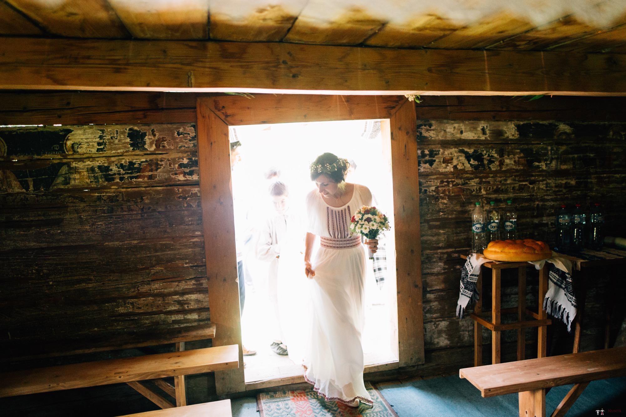 Povești Nunți Tradiționale - Diana și Bogdan. Nuntă tradițională în Găbud, Alba