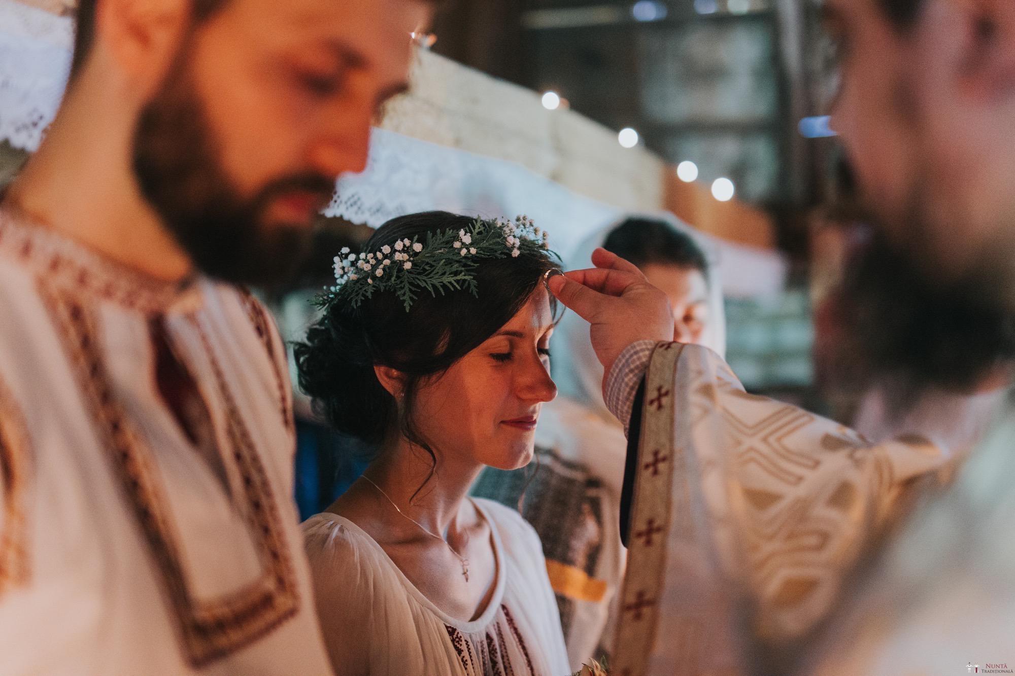 Povești Nunți Tradiționale - Diana și Bogdan. Nuntă tradițională în Găbud, Alba 9