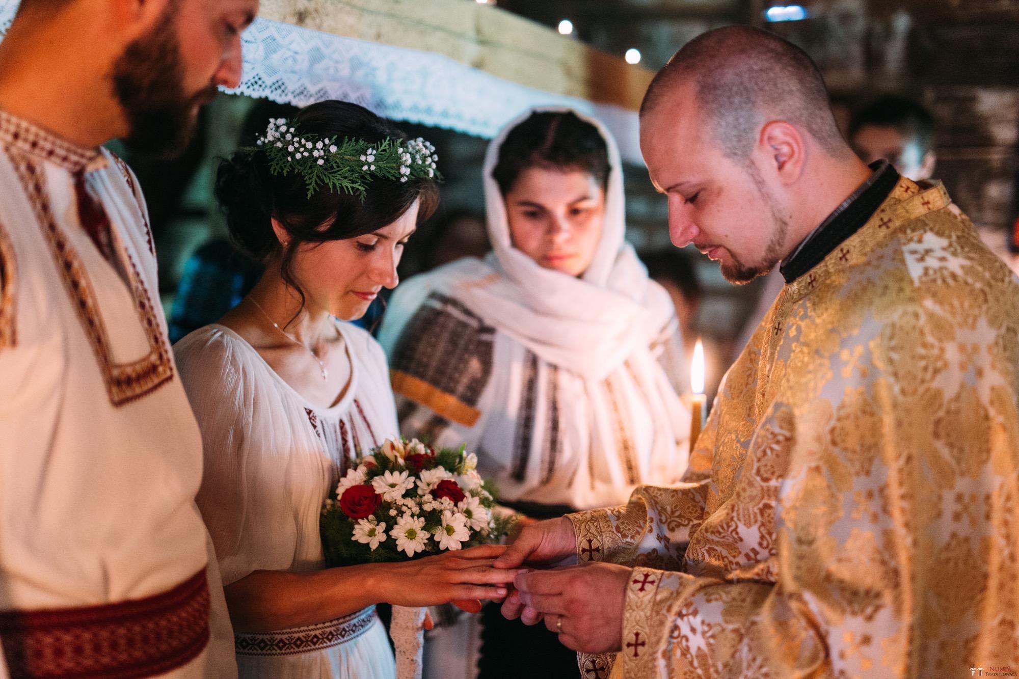 Povești Nunți Tradiționale - Diana și Bogdan. Nuntă tradițională în Găbud, Alba 10