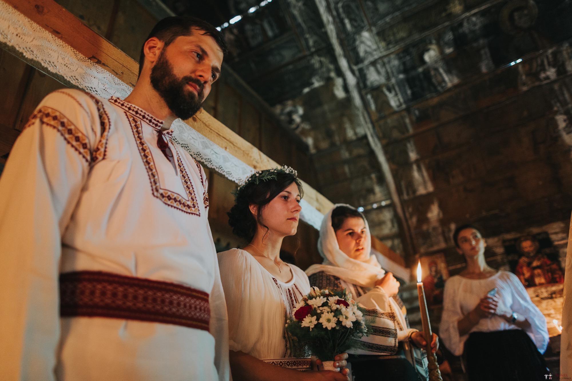Povești Nunți Tradiționale - Diana și Bogdan. Nuntă tradițională în Găbud, Alba 11
