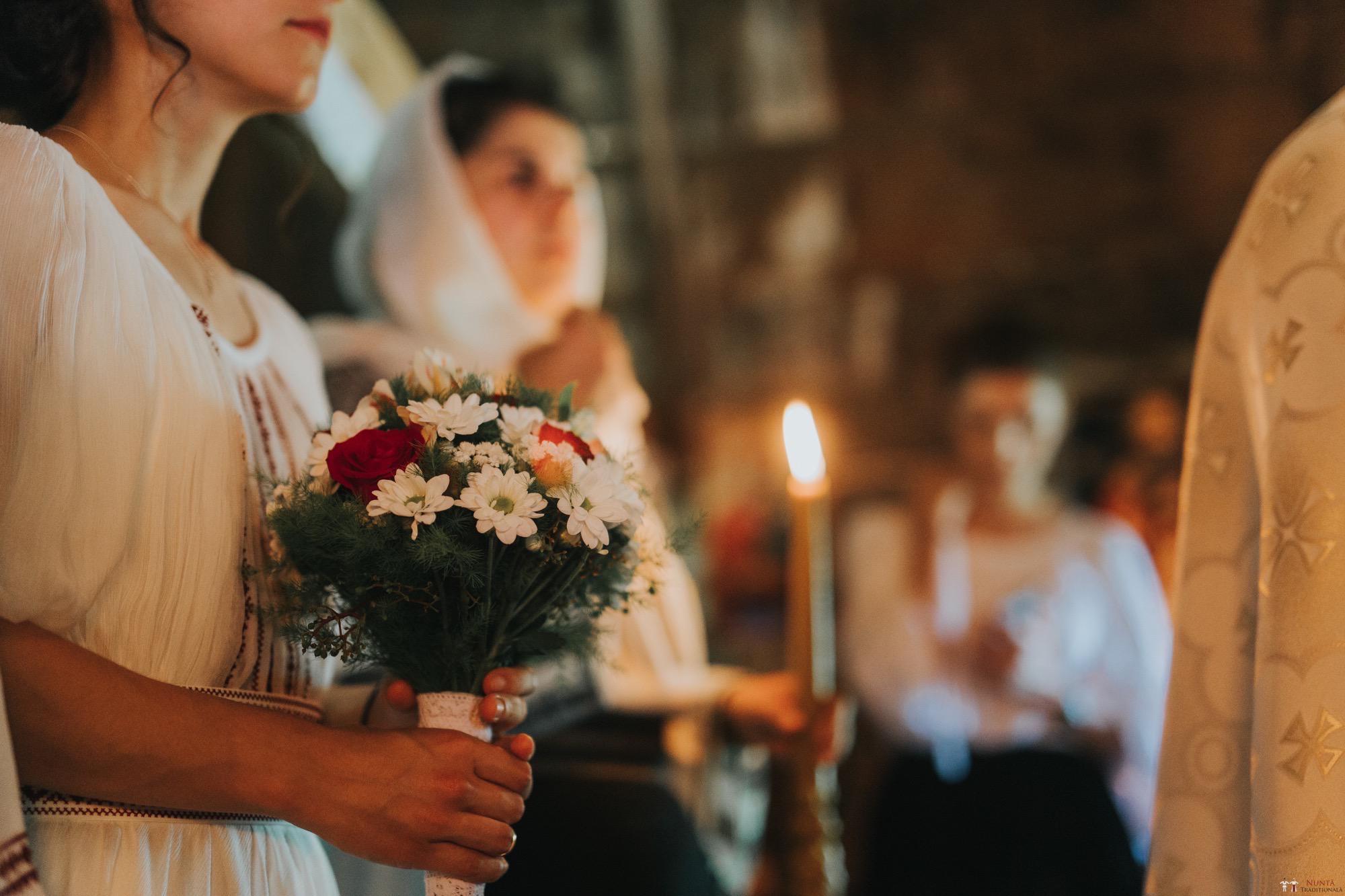 Povești Nunți Tradiționale - Diana și Bogdan. Nuntă tradițională în Găbud, Alba 12