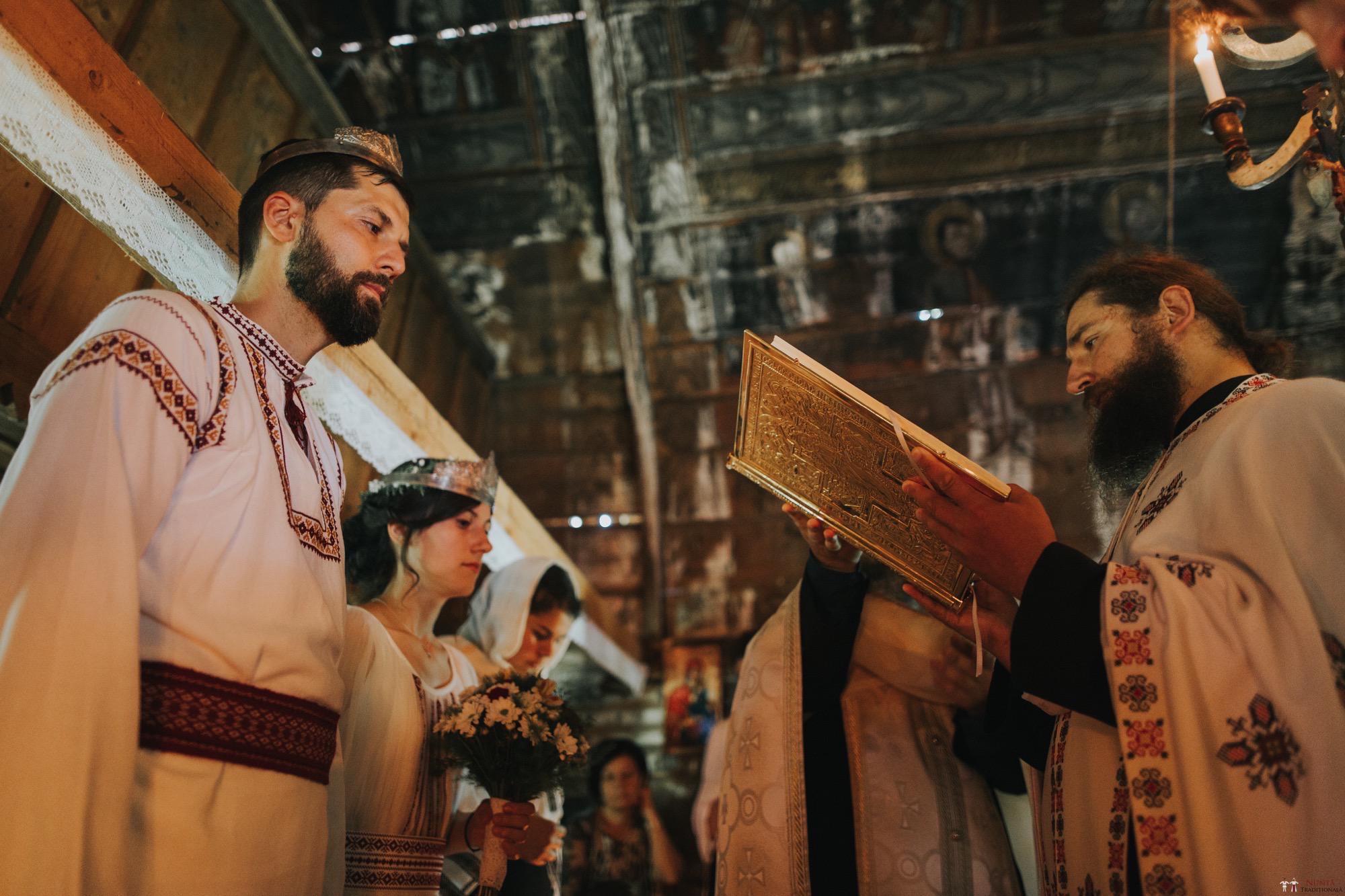 Povești Nunți Tradiționale - Diana și Bogdan. Nuntă tradițională în Găbud, Alba 18