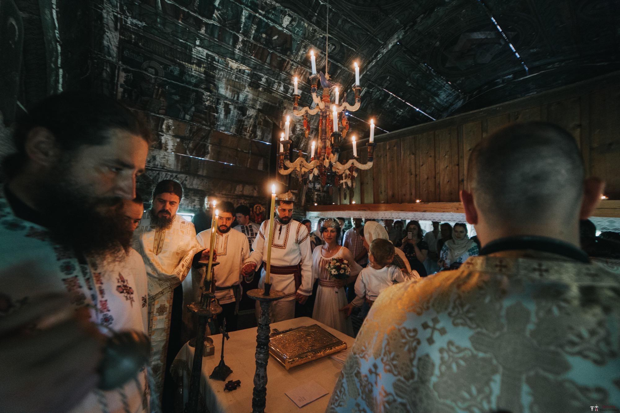 Povești Nunți Tradiționale - Diana și Bogdan. Nuntă tradițională în Găbud, Alba 21
