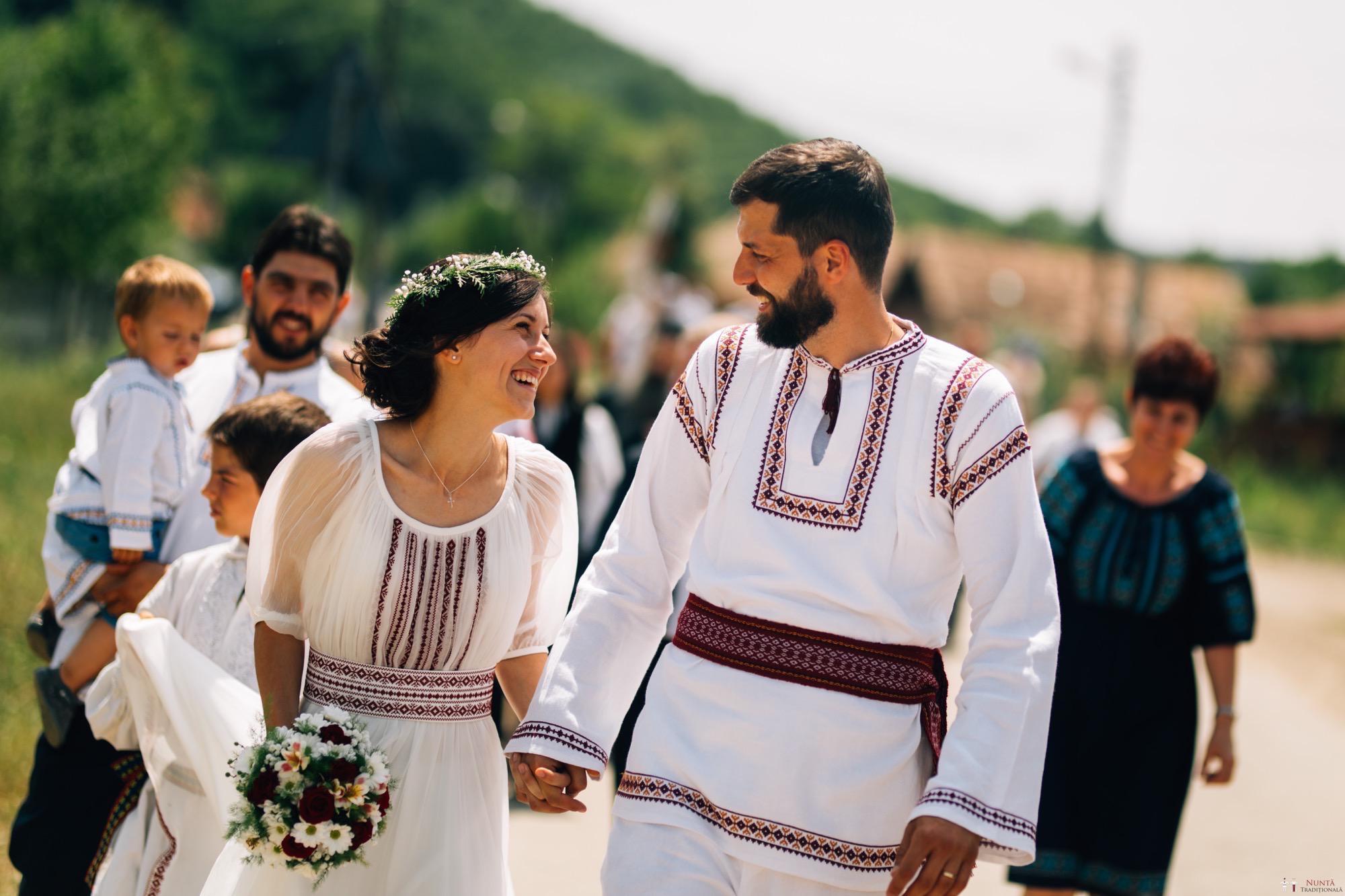 Povești Nunți Tradiționale - Diana și Bogdan. Nuntă tradițională în Găbud, Alba 25