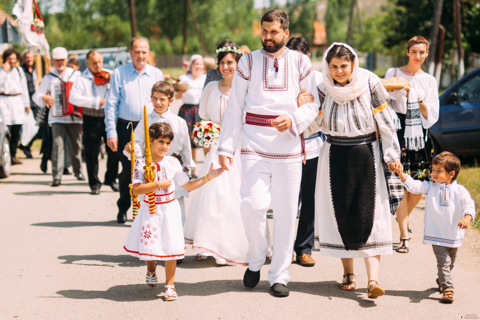 Povești Nunți Tradiționale - Diana și Bogdan. Nuntă tradițională în Găbud, Alba 57
