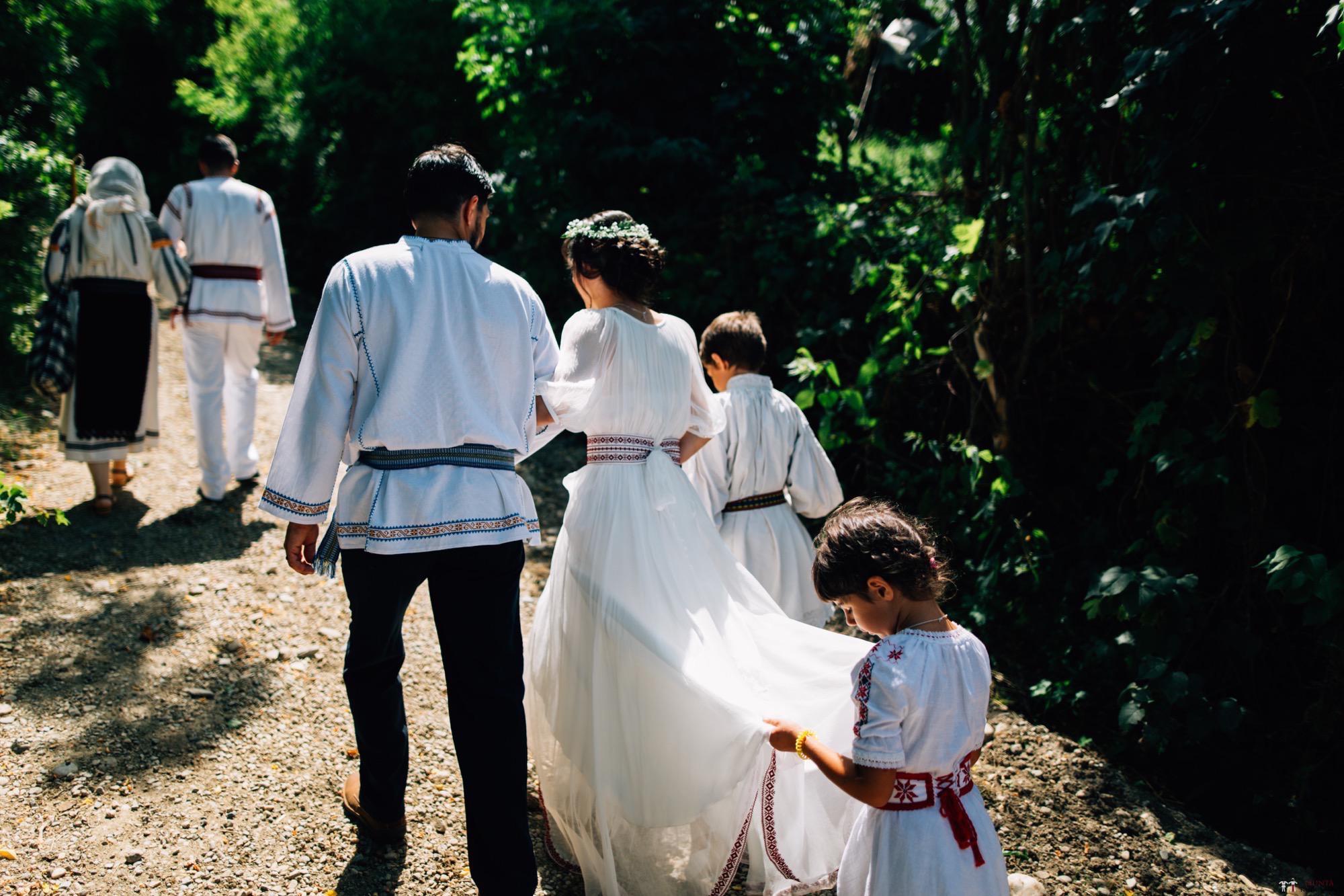 Povești Nunți Tradiționale - Diana și Bogdan. Nuntă tradițională în Găbud, Alba 58