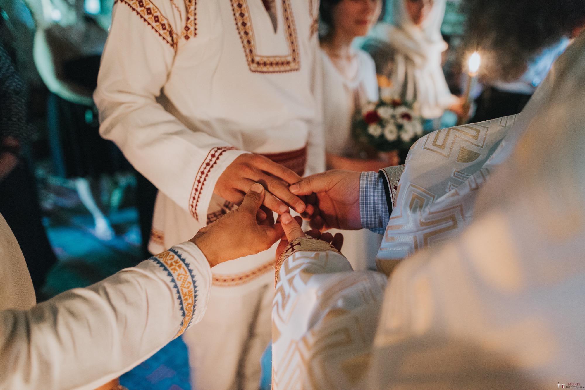 Povești Nunți Tradiționale - Diana și Bogdan. Nuntă tradițională în Găbud, Alba 8