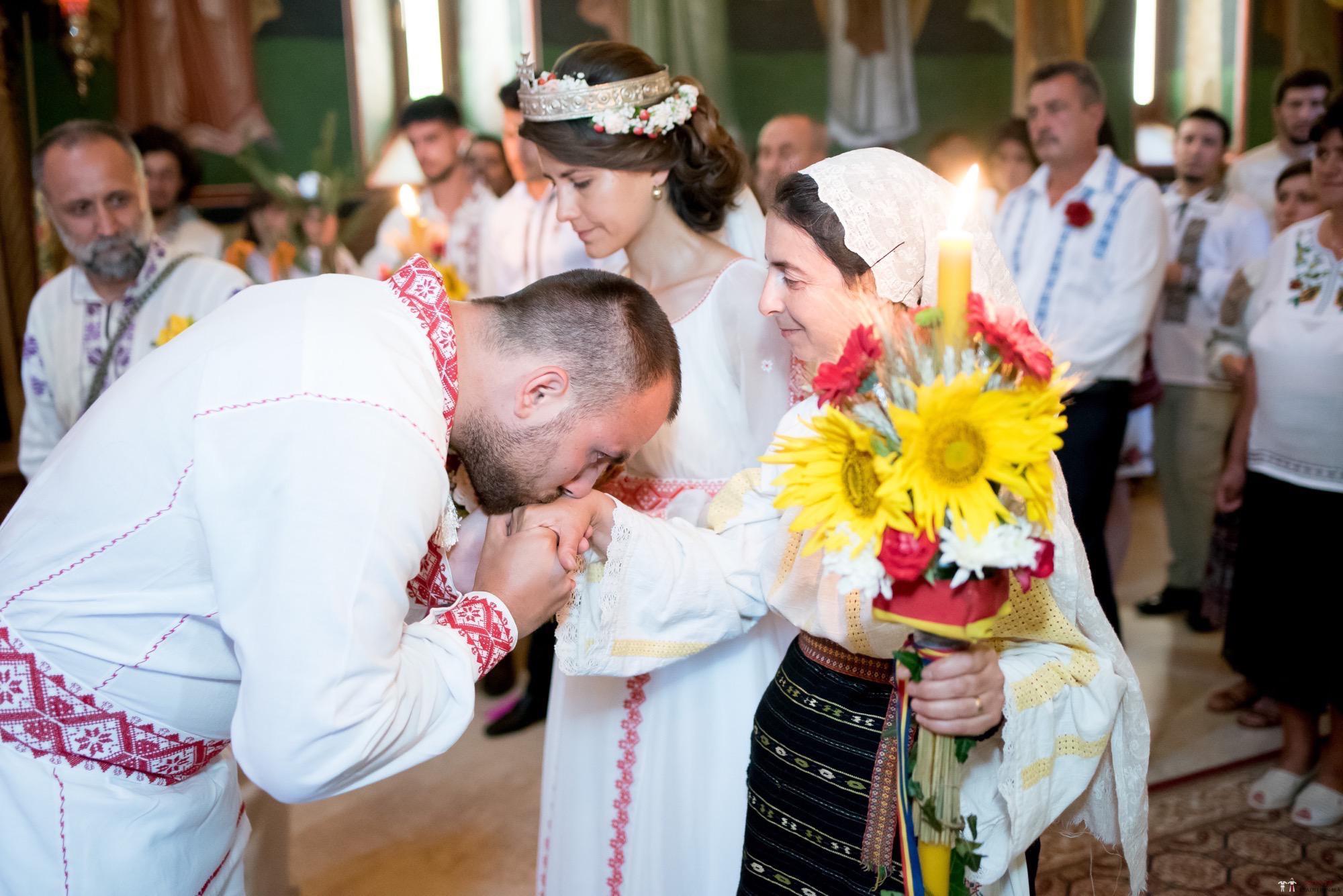 Povești Nunți Tradiționale - Oana și Silviu. Nuntă tradițional românească în București 11