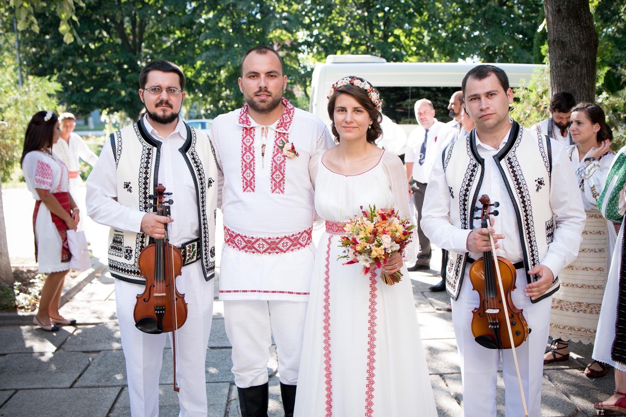 Povești Nunți Tradiționale - Oana și Silviu. Nuntă tradițional românească în București 17