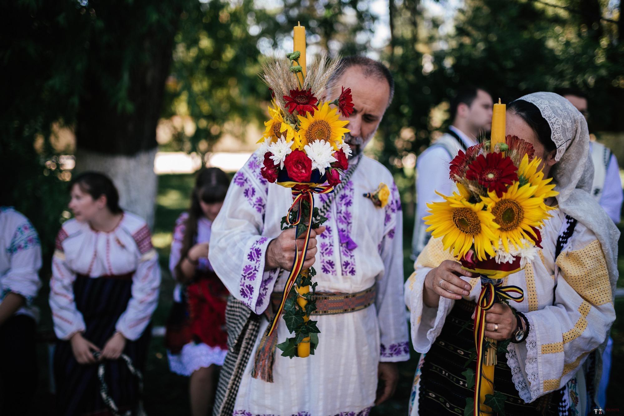 Povești Nunți Tradiționale - Oana și Silviu. Nuntă tradițional românească în București 21