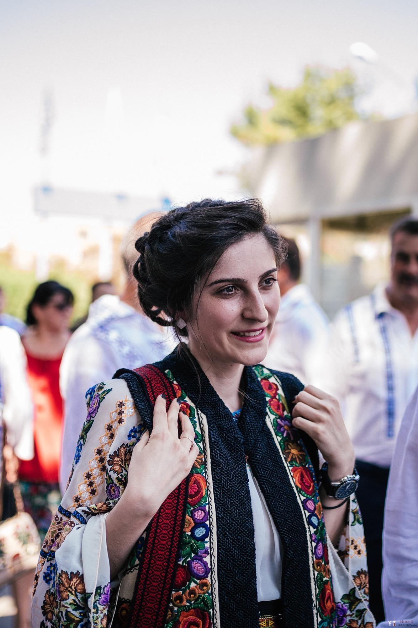 Povești Nunți Tradiționale - Oana și Silviu. Nuntă tradițional românească în București 22
