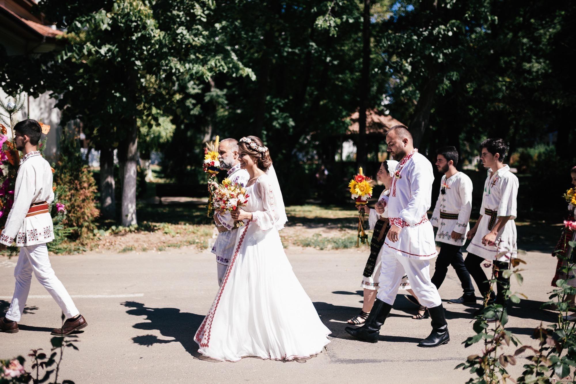 Povești Nunți Tradiționale - Oana și Silviu. Nuntă tradițional românească în București 24