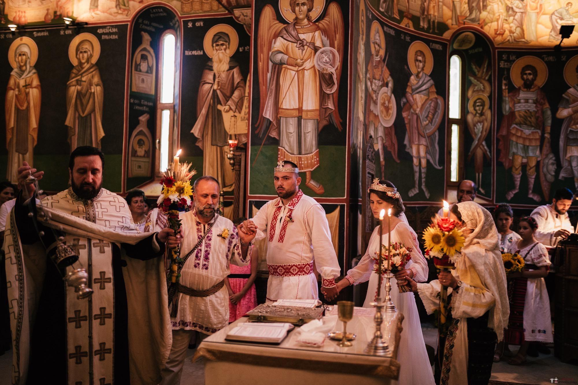 Povești Nunți Tradiționale - Oana și Silviu. Nuntă tradițional românească în București 26