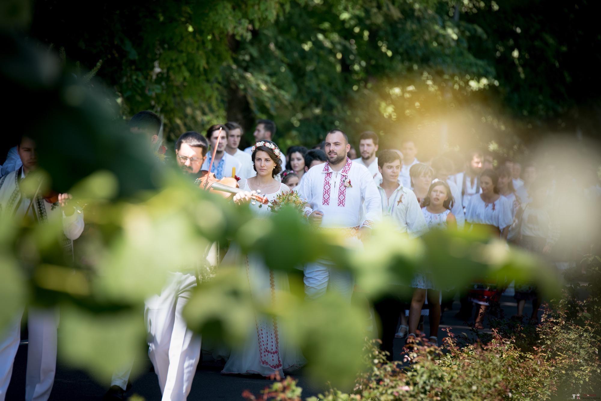 Povești Nunți Tradiționale - Oana și Silviu. Nuntă tradițional românească în București 4