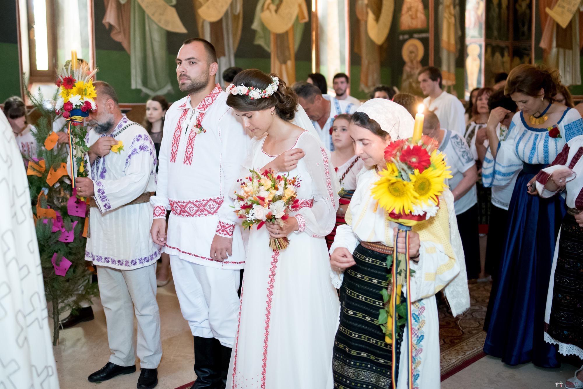 Povești Nunți Tradiționale - Oana și Silviu. Nuntă tradițional românească în București 5