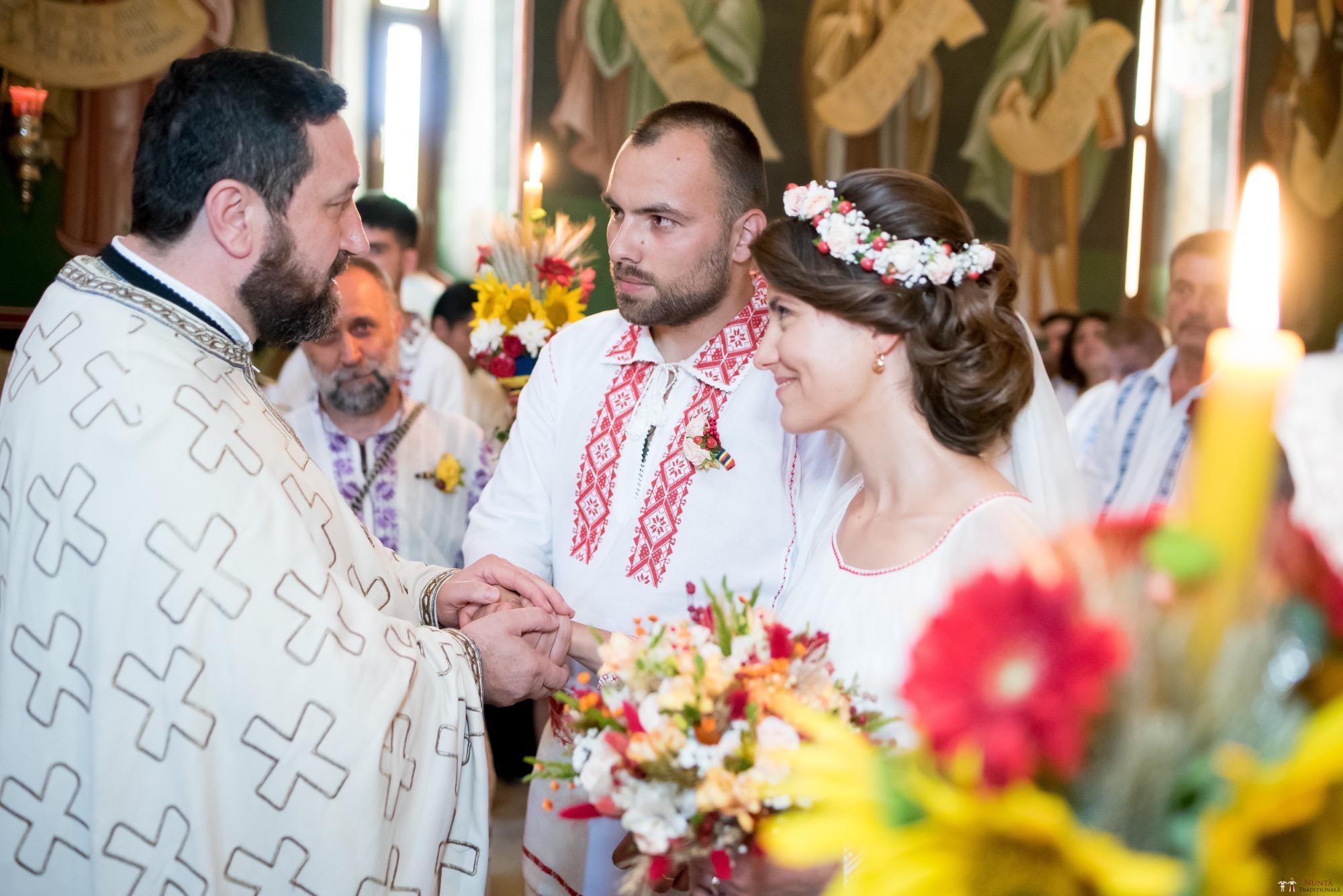 Povești Nunți Tradiționale - Oana și Silviu. Nuntă tradițional românească în București 8