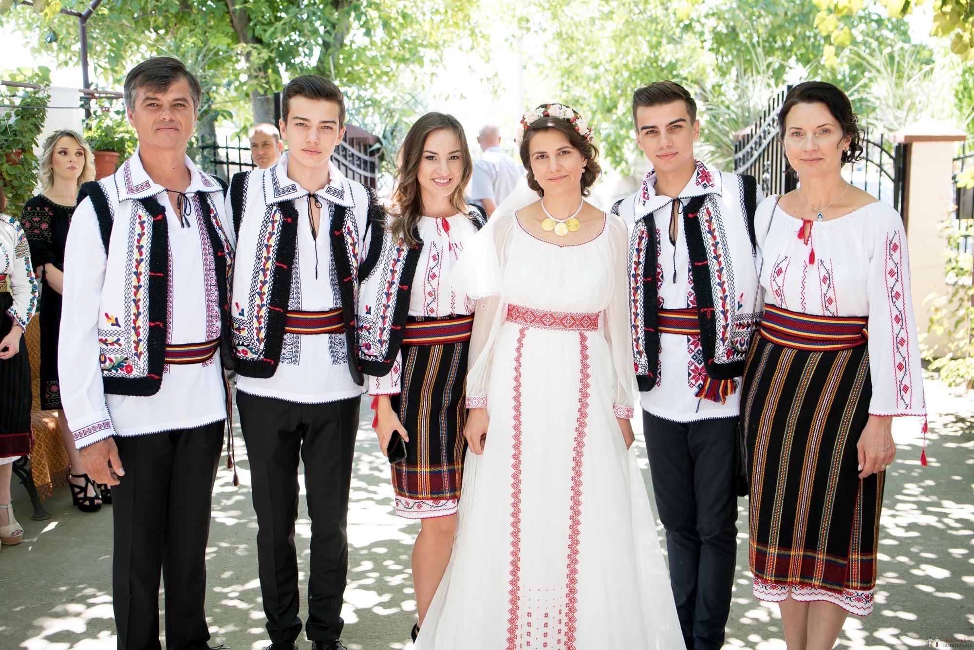 Povești Nunți Tradiționale - Oana și Silviu. Nuntă tradițional românească în București 39